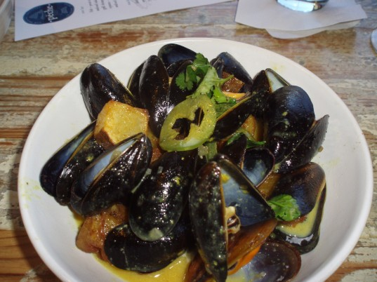 Mussels in Green Curry Sauce