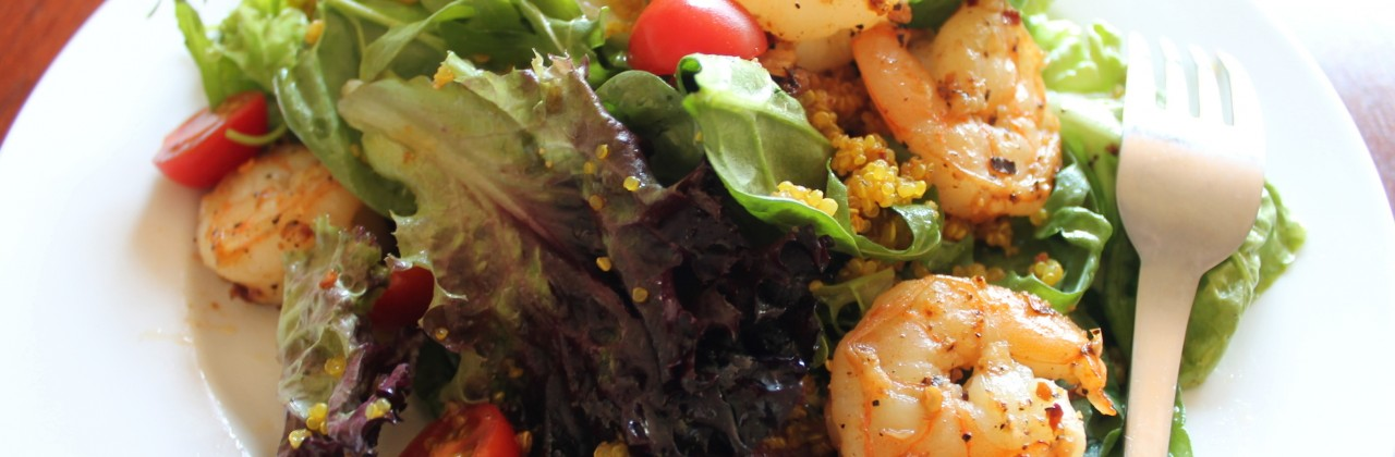 Simple Salad with Shrimp and Quinoa